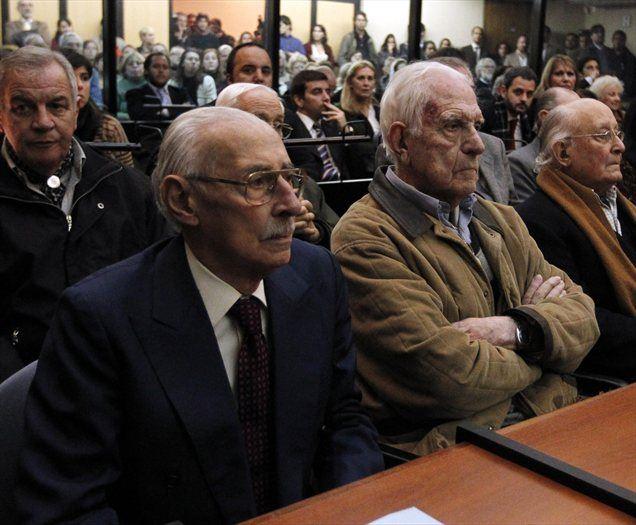 Nekdanja voditelja argentinske hunte Jorge Videla in Reynaldo Bignone sta bila obsojena na 50 in 15 let zapora zaradi ugrabitev otrok levičarskih aktivistov med leti 1976 in 1983.
