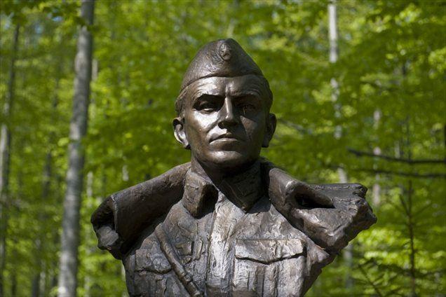 """""""Od vodenja t. i. druge grupe odredov maja 1942 so partizani Franca Rozmana Staneta morili in ropali Slovence tako rekoč povsod, kjer so se nahajali,"""" trdi zgodovinar Ivo Žajdela."""
