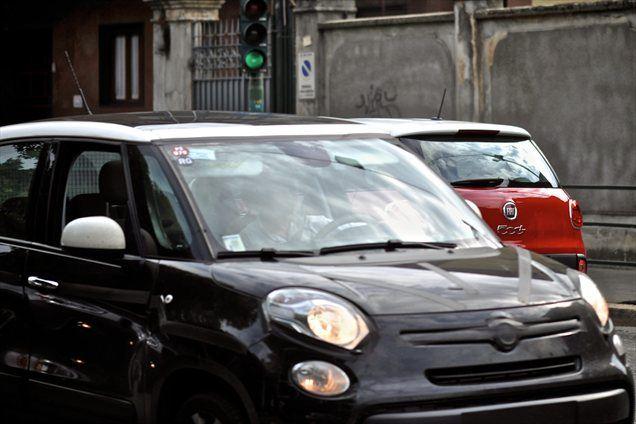 Kaj so Fiatovci testirali po okolici Torina, ni jasno, vemo, pa, da bo že konec tega leta na voljo 500 L trekking s posebnim programom ESP-ja, ki omogoča boljši pogon na spolzkih terenih. Obeta se tudi pravi 4-kolesno gnani crossover, model 500 X. Konec prihodnjega leta bo piko na i pomenila 7-sedežna verzija fiat 500 L (l kot long).