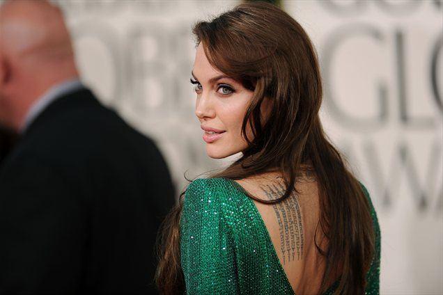 Angelina Jolie svojih tetovaž ne obžaluje.