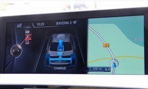 'EV-jadranje' tudi pri hitrosti 160 kilometrov na uro, funkcija BOOST združi vse električno-bencinske konje in njutonmetre