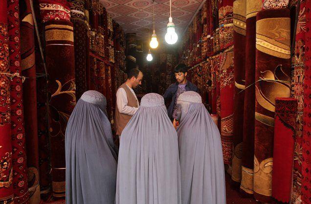 V Afganistanu so razmere za ženske vedno slabše.  Ne samo zaradi talibanskega vzpona, ampak ker država krati njihove pravice.