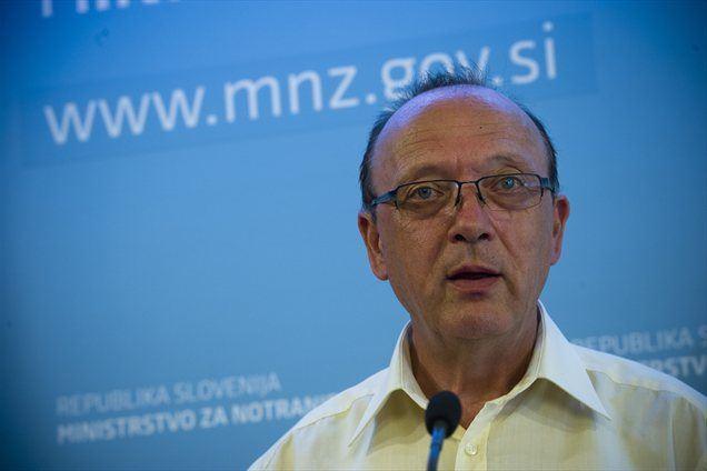Premier Janez Janša naj bi bil nezadovoljen z delom enega izmed ministrov. Šlo naj bi za Vinka Gorenaka, ministra za notranje zadeve.