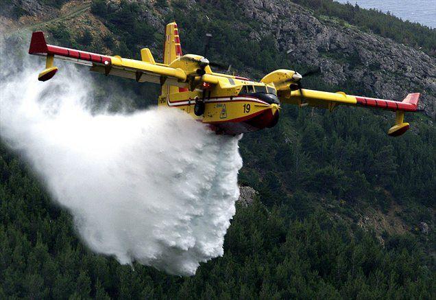 Hrvaški gasilci se na več območjih po vsej državi borijo z ognjem. Ponekod so požare uspeli omejiti, najhuje pa je trenutno na območju Crikvenice, kjer njihova prizadevanja otežuje močna burja.