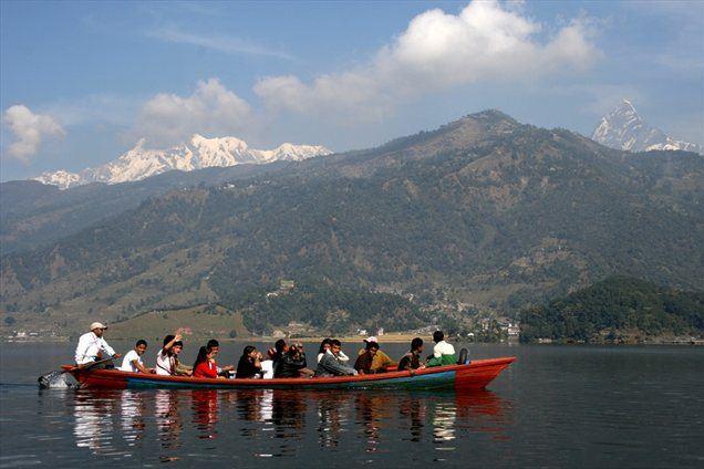S pogledom na zasnežene himalajske vršace po jezeru Fewa