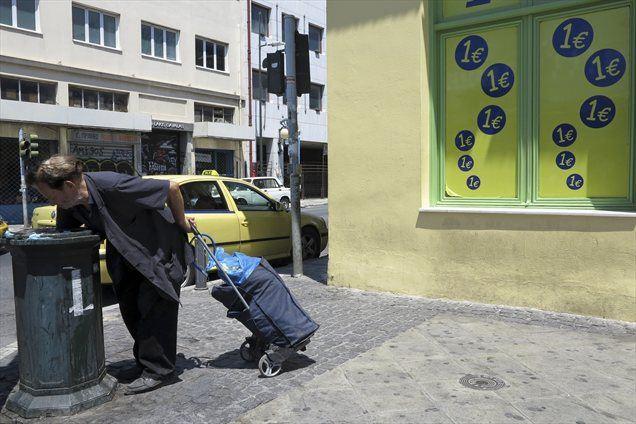 Grčiji, ki je vedno bližje stečaju, zmanjkuje gotovine, medtem ko čaka na prihodnje izplačilo tranše mednarodne pomoči, je dejal namestnik grškega ministra za finance Christos Staikouras.