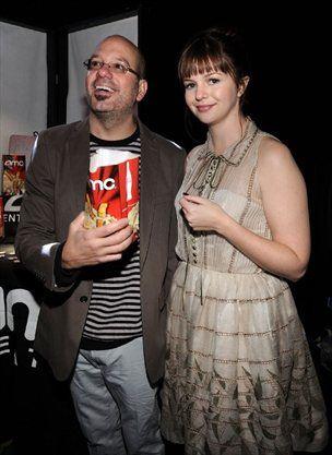 Zaročena je z igralcem in komedijantom Davidom Crossom.