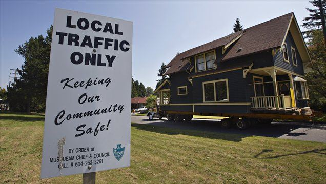 Ben in Jen Ford se iz Vancouvra selita v Union Bay. S seboj sta vzela tudi svojo hišo.