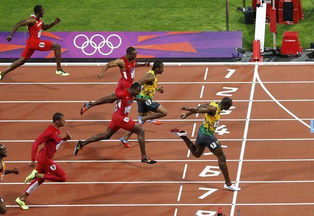 Usain Bolt je, podobno kot v Pekingu pred štirimi leti, premočno zmagal na 100 metrov.