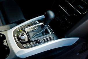 Audi s samodejnim osemstopenjskim menjalnikom, v katerem je namesto pretvornika navora elektromotor
