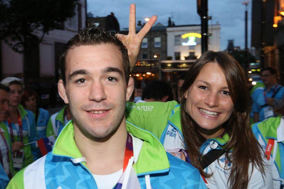 Sara Isaković z judoistom Aljažem Sedejem v olimpijskem Londonu.