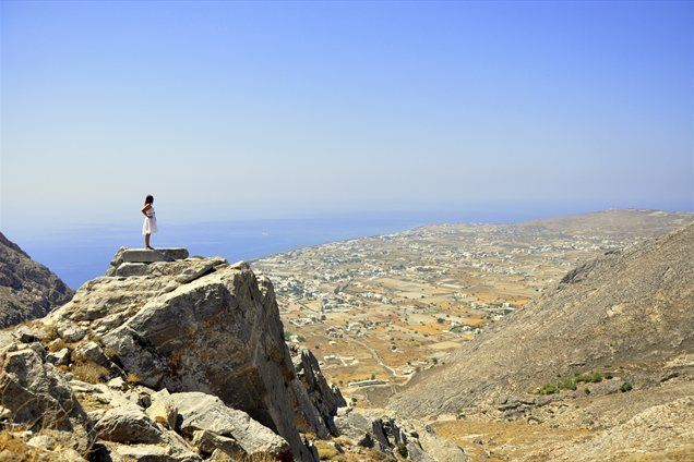 Na vrhu hriba, na katerem se nahajajo ostanki starodavne Thire.