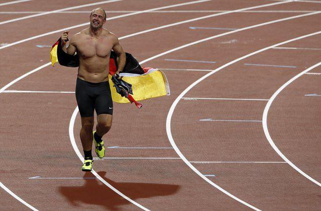 Takole je Nemec proslavljal olimpijski naslov v Londonu, potem pa so mu ukradli akreditacijo.