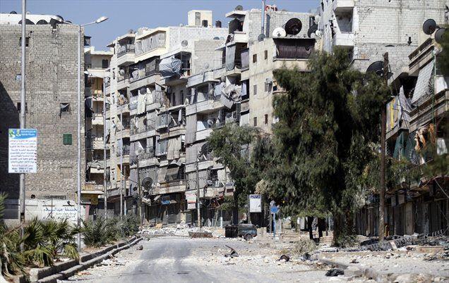 V eni od največjih vojaških ofenziv v zadnjih tednih je Al Asadova vojska danes napadla utrdbe upornikov v Alepu, spet pa naj bi zavzela znaten del največjega mesta v državi.
