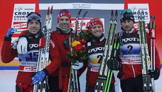 Niklas Dyrhaug (drugi z leve) je z norveško štafeto slavil v češkem Novem Mestu.