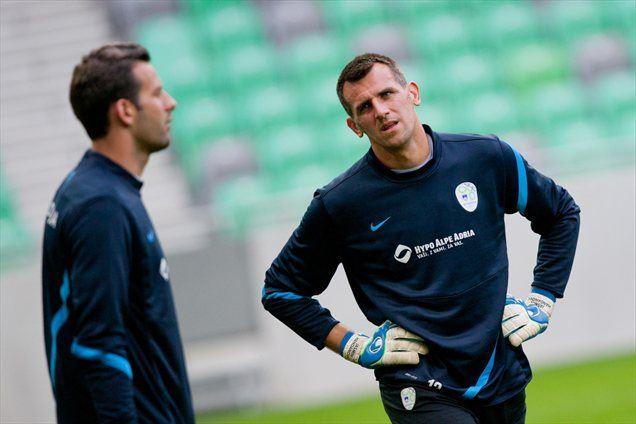 V reprezentanci se razumljivo največ druži z bratrancem Jasminom Handanovićem.