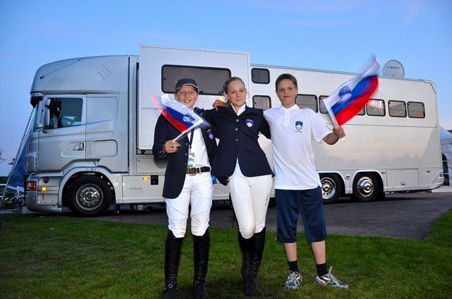 Na ekipni preizkušnji  so slovenske barve zastopali Gaj Riossa s konjem Unaniemom, Tanit Baukman s kobilo Wait n see in Robert Kučer s konjem Lesoto.