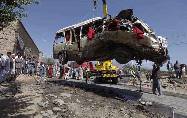 V letalskem napadu na severozahodu Pakistana je bilo ubitih pet vojakov. Lokalne varnostne službe sumijo, da gre za napad ameriških brezpilotnih letal.