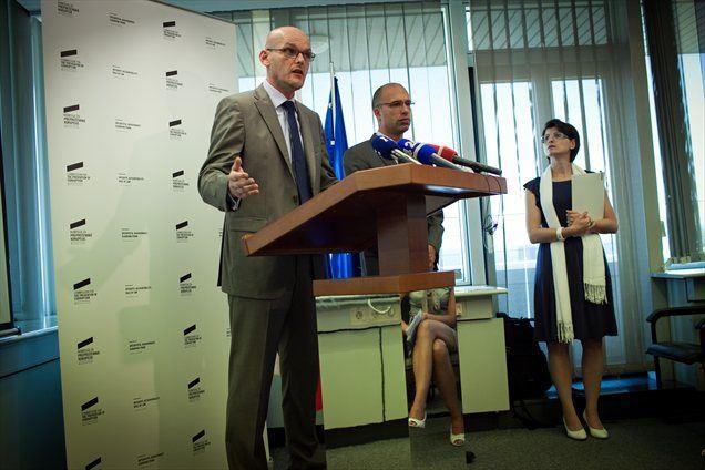 Matjaž Kovačič kot predsednik uprave Nove KBM in Manja Skernišak kot članica sta kršila notranje akte Nove KBM in dolžno skrbnost vestnega gospodarjenja, ugotavlja Komisija za preprečevanje korupcije.
