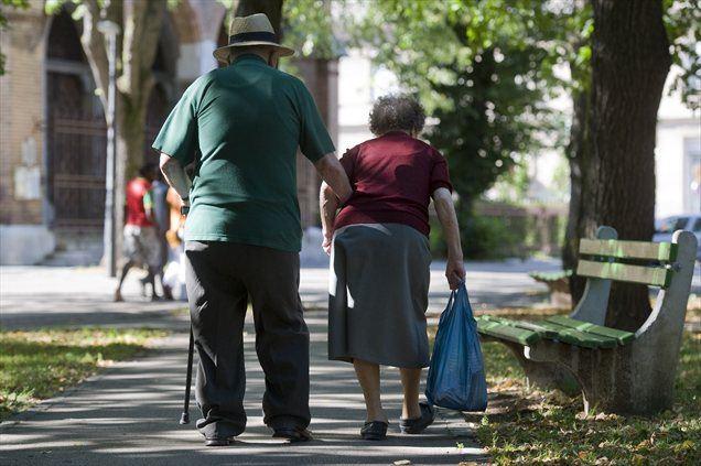 Konkretnih številk o minimalni starosti za starostno upokojevanje ter zahtevani delovni dobi minister ni želel razkriti, je pa dejal, da so v reformi predvidene nove in inovativne rešitve, kako vzpodbuditi ljudi, da čim dlje vztrajajo pri zaposlitvi.