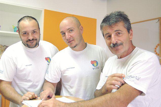 Mitja Bigec in Goran Močnik si  s svojim mentorjem Vitomirjem Ravnikarjem vsak dan izmenjujeta nova spoznanja in izkušnje.