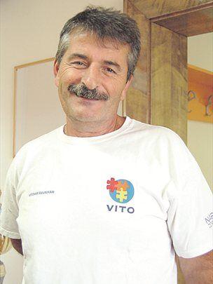 Vitomir Ravnikar oziroma Vito je postal v minulih letih v Sloveniji in drugih državah iskan zdravilec.