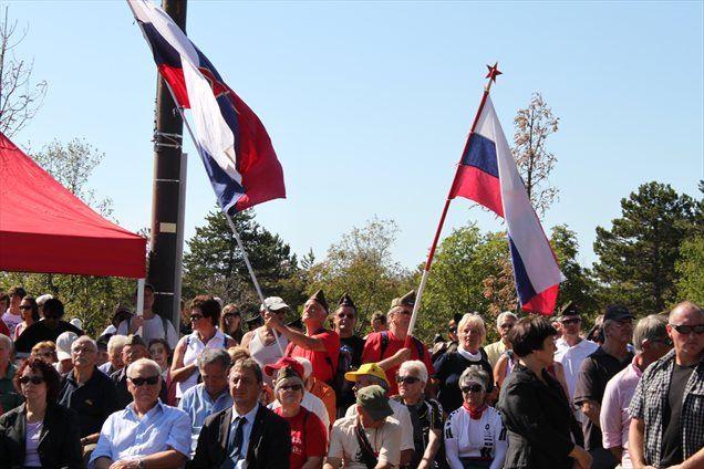 Provokatorji iz matice so hudo osramotili zamejske Slovence, poleg tega pa so z uporabo zastave z rdečo zvezdo kršili zakon o zastavi in grbu