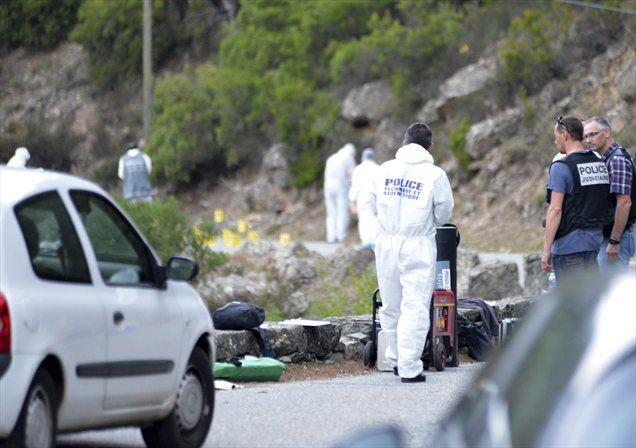 Ko je britanski kolesar, ki je odkril trupla umrlih v streljanju v francoskih Alpah, prispel na kraj hudega zločina, je najprej domneval, da gre za prizorišče hude prometne nesreče.