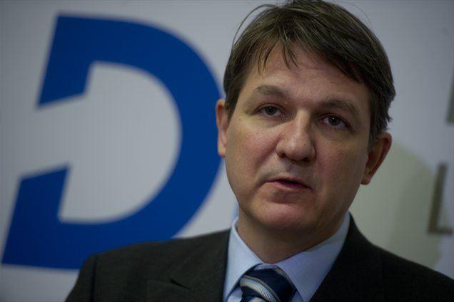 minister za finance Janez Šušteršič opozarja, da država za dokapitalizacijo NLB nima denarja...