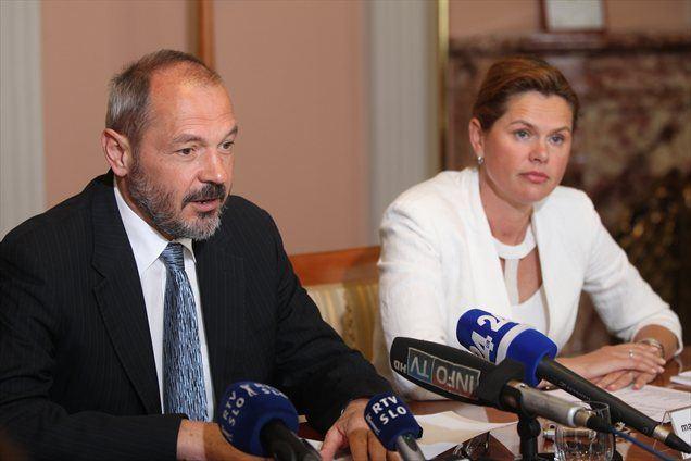 Franci Križanič iz SD in Alenka Bratušek iz PS - pod njunim vodenjem javnih financ se je Slovenija spremenila v banano državo.