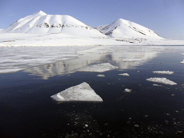 Kitajska naj bi se kot največji porabnik energije na svetu močno zanimala za naftne zaloge na območju Arktike. Peking pravi, da jih območje zanima samo iz vidika znanstvenega raziskovanja.
