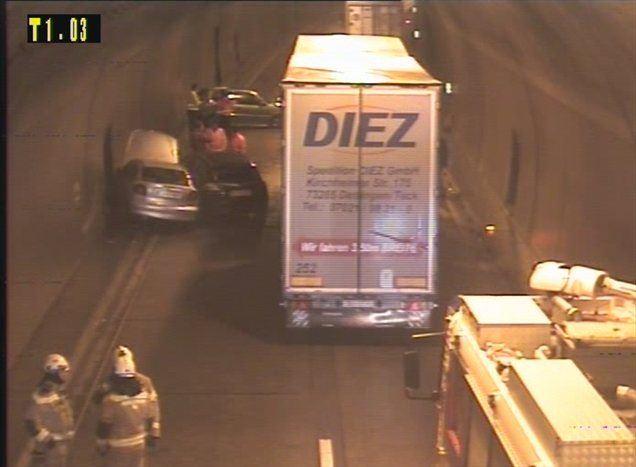 Posledice prometne nesreče na štajerski avtocesti v predoru Trojane so odstranili, so zapisali na spletni strani Prometno-informacijskega centra za državne ceste.