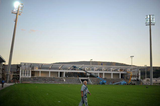 Kriminalisti PU-ja Koper so v ponedeljek na tožilstvo v zvezi z investicijo v mestni stadion Bonifika v Kopru podali 14 kazenskih ovadb. Neuradno je ovaden tudi župan Boris Popovič.