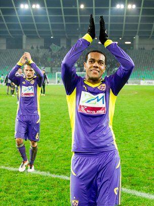 Kapetan NK Maribor Marcos M. Tavares lahko računa na pomoč številnih mladih soigralcev.