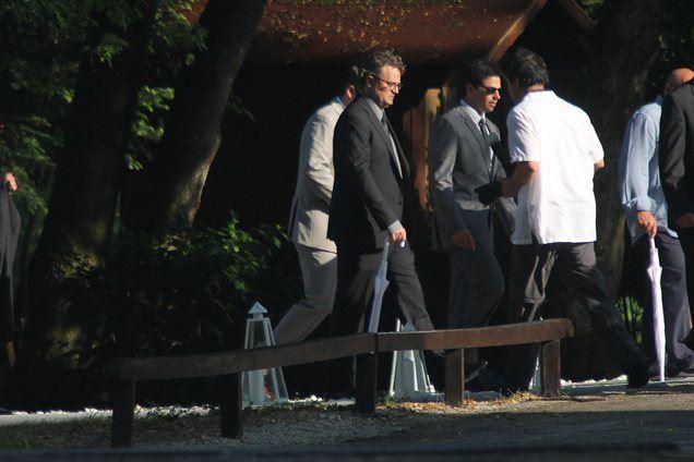 Med svati je po pričakovanjih tudi Matthew Perry, igralec iz nanizanke Prijatelji.