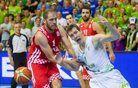 Dragića je hrvaški trener potegnil, ko je reševal žogo