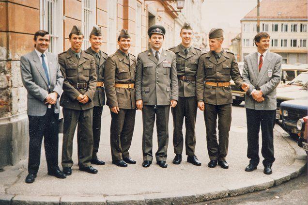 Rok (četrti z leve) med služenjem vojaškega roka