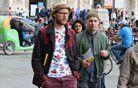 Superge in džins zaznamujejo milansko ulično modo