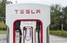 Slovence pri električni mobilnosti najbolj prepričala Tesla in Andrej Pečjak