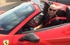 Ko se Stanley odpravi na ribolov in vožnjo s Ferrarijem (foto)