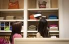 Le četrtina Slovencev kupuje slovenska oblačila