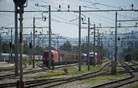 Dve osebi umrli v trčenju vlaka in avtomobila