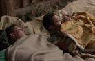 Lara in Matej se zbudita pod skupno odejo