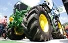 V traktorje John Deere bo vgrajeno tudi slovensko znanje