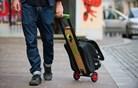 Zadnji kilometer pred službo ali šolo: slovenski kovček postal garaža za skiro
