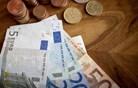 Javnofinančni primanjkljaj ob polletju pri 5,5 odstotka BDP
