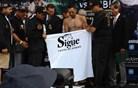Mehiški boksar na tehtanju odvrgel spodnjice, a vseeno ostal brez naslova