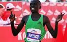 Kipyego dobil amsterdamski maraton, rekord proge ni padel
