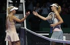 Wozniackijeva presenetila Šarapovo, tudi Radwanska začela z zmago