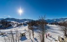 Vsaj nekaj dobrega iz sinočnjega neurja: sneg pobelil Krvavec in Vogel (foto)